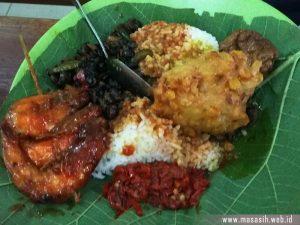 Kuliner Khas Cirebon Nasi Jamblang