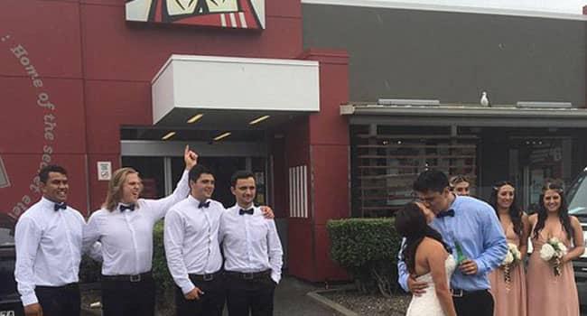 Acara Pernikahan Dilangsungkan Di KFC