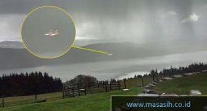 Pengakuan Artis yang Mengaku pernah Melihat UFO-01