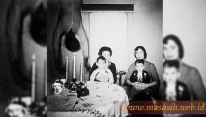 Penampakan Tubuh Saat Foto Keluarga