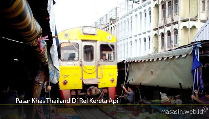 Pasar Khas Thailand Di Rel Kereta Api